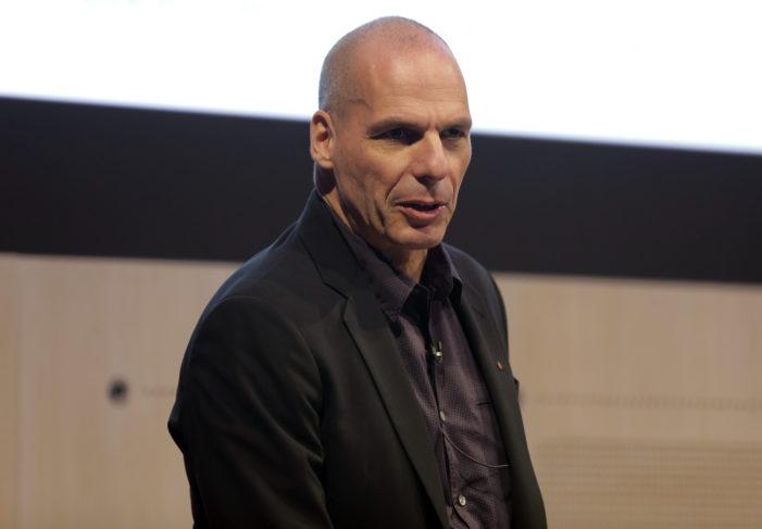 """Varoufakis: """"Mattarella ha fatto un regalo all'estrema destra"""""""
