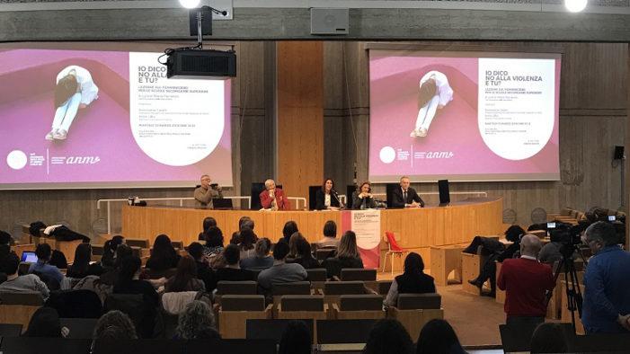 """Magistrato a studenti Urbino: """"Costruiamo cultura contro femminicidio"""""""