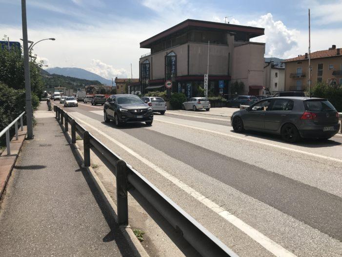 Zebrate sulla nazionale per rallentare il traffico