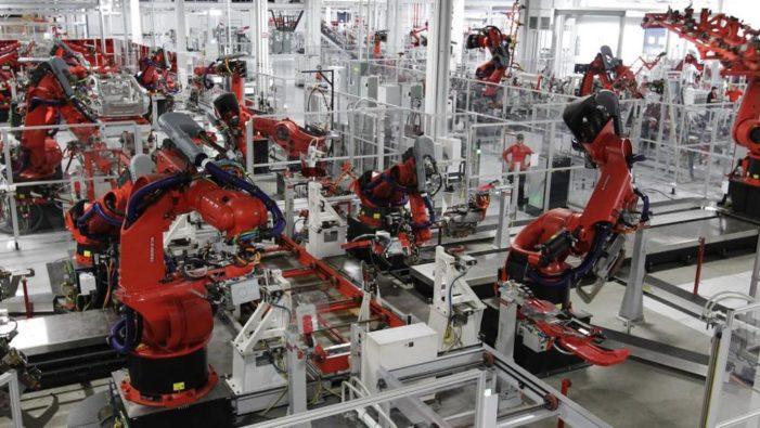 Amico robot, per i manager l'intelligenza artificiale aumenta ricavi e posti di lavoro